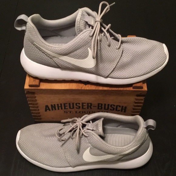 3cbd843066f Nike Roshe Run One Men s 9.5 grey and white shoes.  M 5a96a7f09a94557c4b41c689